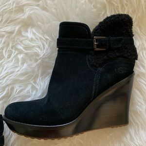 UGG Like-New Black Suede Wedge Booty Size 10